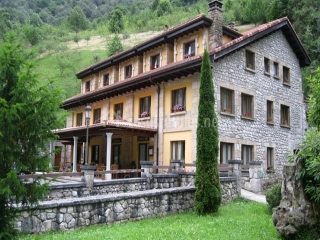 Hotel la casa de juansabeli hoteles rurales en arenas de cabrales asturias - Hotel la casa de juansabeli ...