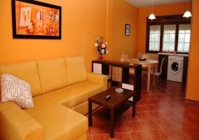 Estupenda sala de estar con acceso al jardín