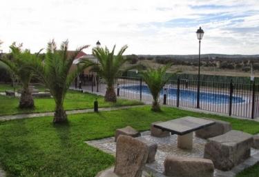 Casas rurales con piscina en almoharin for Casas rurales en badajoz con piscina