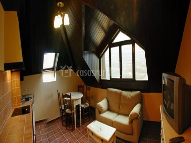 Casa alcaire en gavin huesca for Sala de estar y cocina