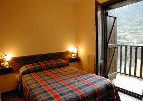 Dormitorio de matrimonio con terraza