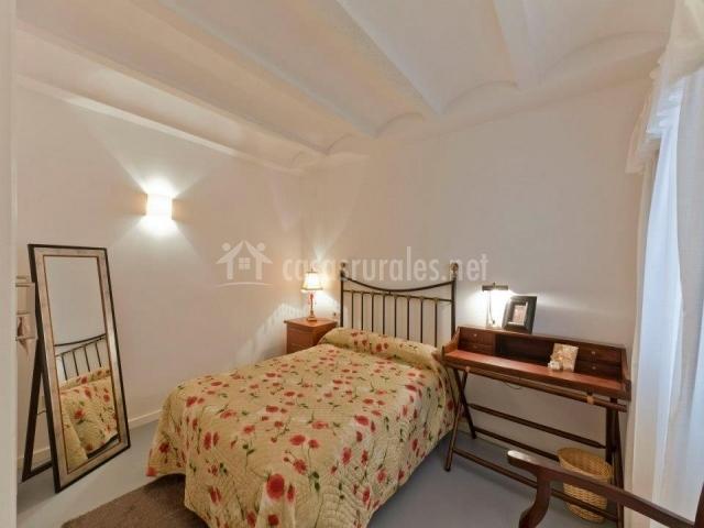 Casa rural el perche en alcaine teruel for Espejo de pie dormitorio