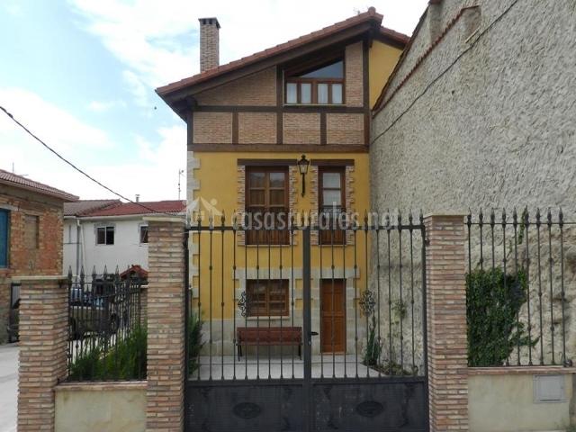 Casa rural pinacho en pino de bureba burgos - Vallas para casas ...