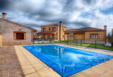 Casas rurales con piscina en veganzones for Casas rurales con piscina en alquiler