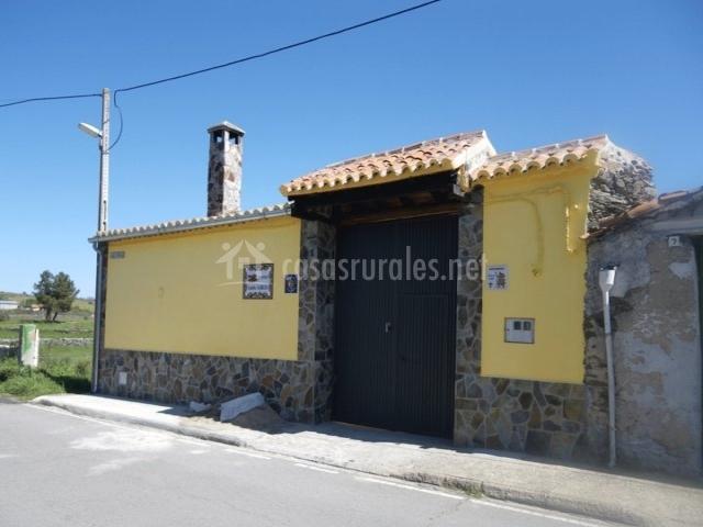 Casa rural arrieros familia garc a en fuenterroble de Casa amarilla santiago
