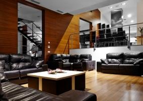 Estancias de la casa con suelo de madera