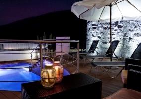 Acceso a la piscina y la terraza