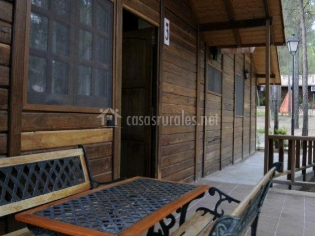 muebles en el porche de una casa