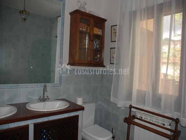 Los olivos en mombeltran vila - Banos con dos lavabos ...