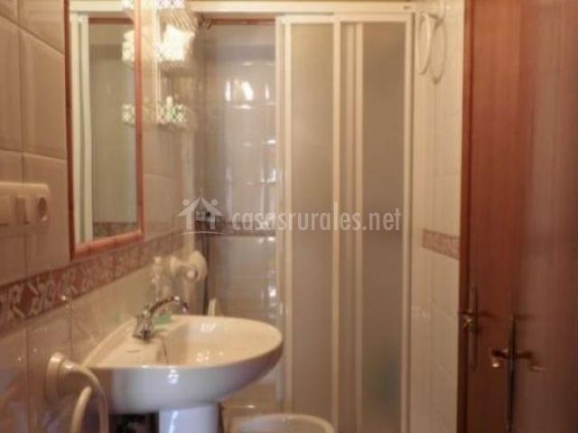 Casa maricuelo en barres asturias - Cuartos de aseo con ducha ...