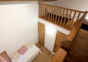 Dormitorio con vistas desde el altillo
