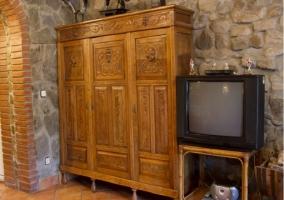 Armario del salón con televisión