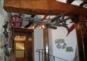 Pasillo con arado en el techo