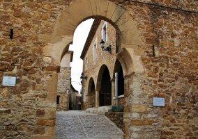 Arco de entrada a La Mola