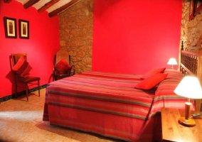 Dormitorio rojo de matrimonio