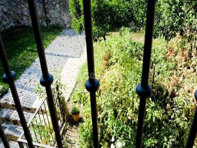 Casa rural rincones de cuacos en cuacos de yuste c ceres - Terraza jardin felipe ...