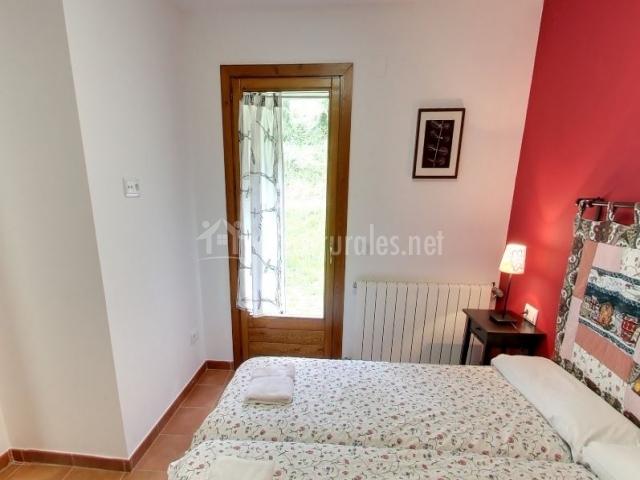 Dormitorio doble con salida al patio exterior