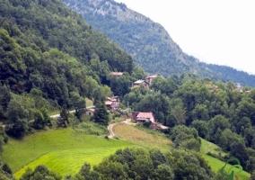 Vista del alojamiento y las montañas de alrededor
