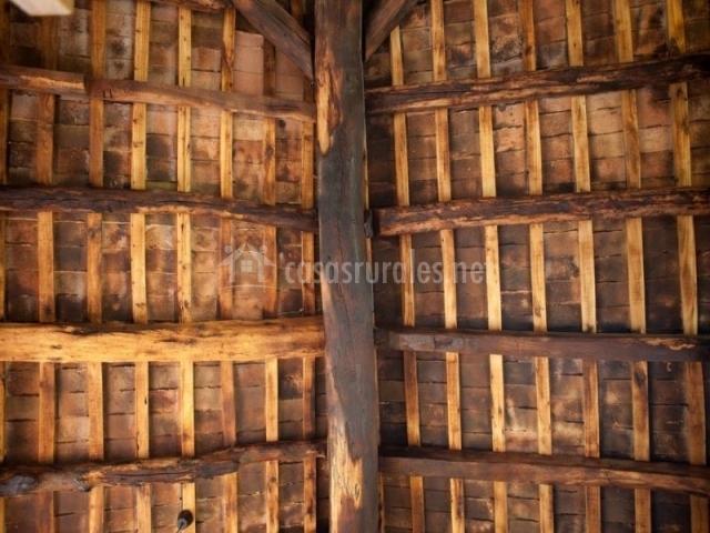 Mas quintana de ciuret en vidra girona for Tejados de madera fotos