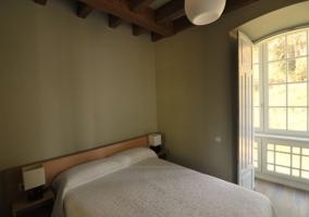 Dormitorio con galería