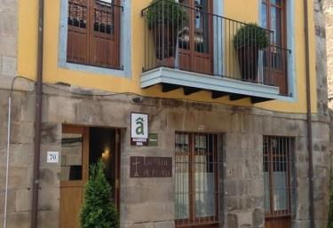 La Villa de Piedra - Cartes, Cantabria