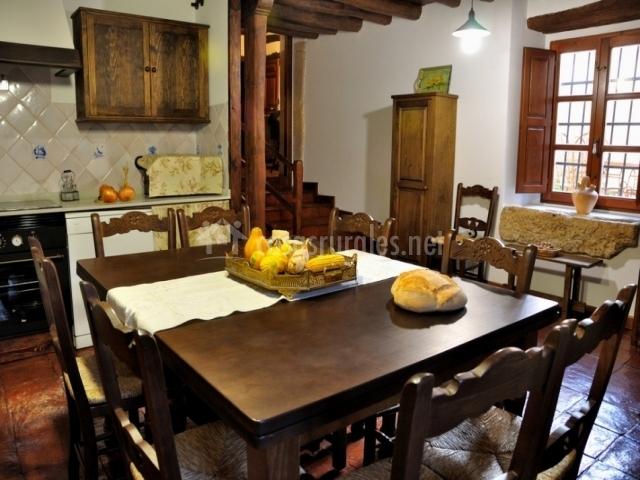 Casa grande la casa de las lilas en santa clara de - Mesa cocina cuadrada ...