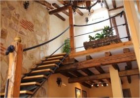 Escaleras y piso de arriba