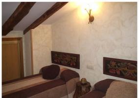 Habitación doble con vigas de madera