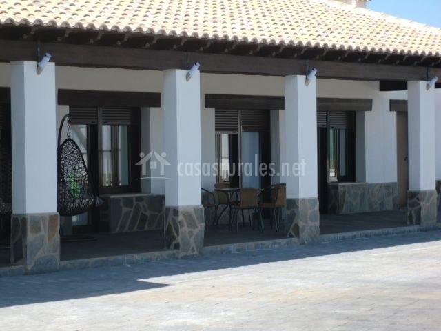 Casa rural terra en el robledo ciudad real for Fachadas de casas con porche
