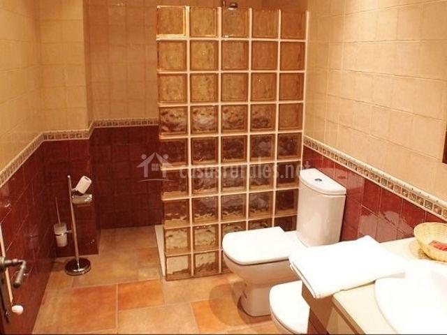 Cuarto de baño en casa rural