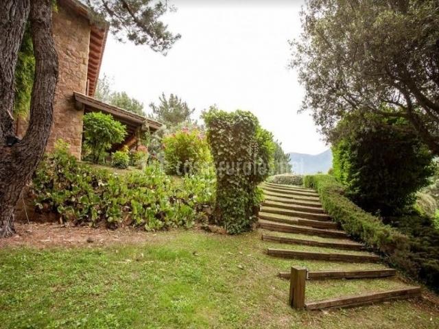 Vistas del camino de acceso con escalinata