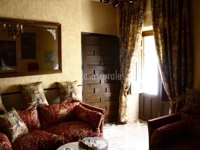 Villa de monteagudo en monteagudo de las vicarias soria for Sala de estar en el patio
