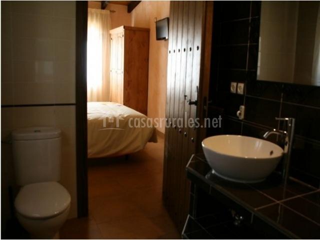 Baño con vistas a la habitación