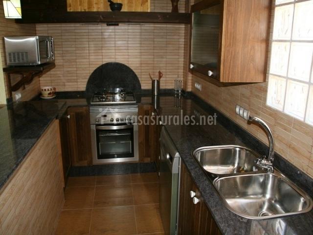 Cocina con electrodomésticos en metal