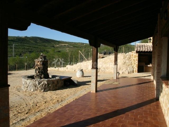 vista de la fuente desde el porche