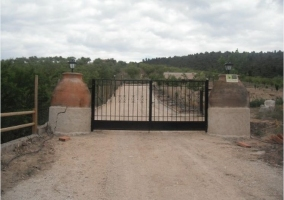 Puerta para acceder a la finca
