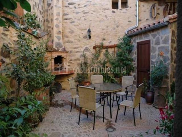 Ecoturismo casa rural ba os en guadalupe c ceres - Casas con patio interior ...