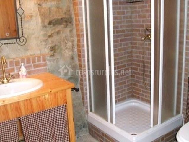 Casa palou el porxet en cercs barcelona for Cuarto de bano completo