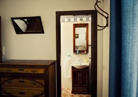 Habitación II entrada al baño