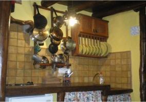 Cocina con menaje y electrodomésticos
