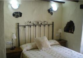 Dormitorio de matrimonio en la casa rural