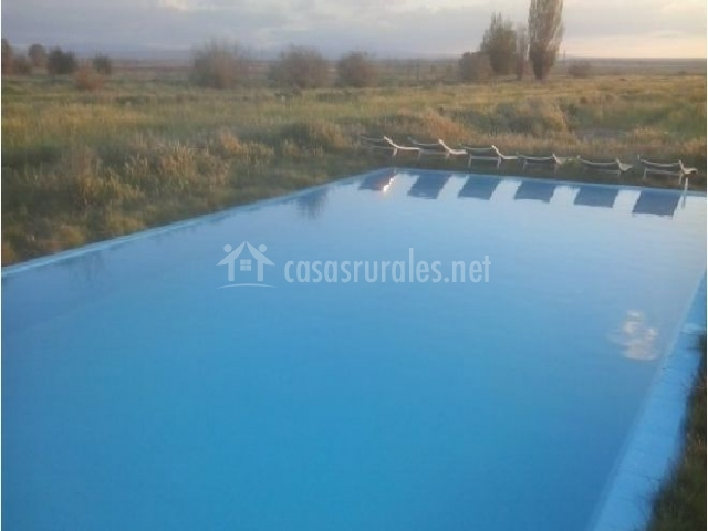 Finca aguatachales casas rurales en adanero vila for Piscina zona norte avila