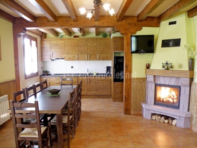 Landazelaia en garzain gartzain navarra for Cocinas con chimenea
