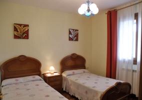 Habitación con 2 camas amplias individuales