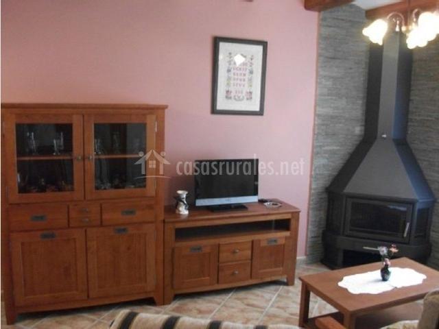 Chimenea con mueble mueble adaptado con chimenea for Chimenea con mueble