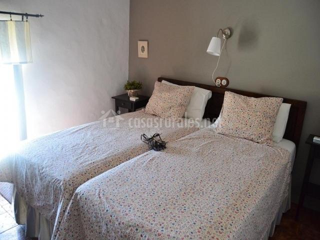 Cortijo tejoneras en carde a c rdoba for Habitacion con dos camas