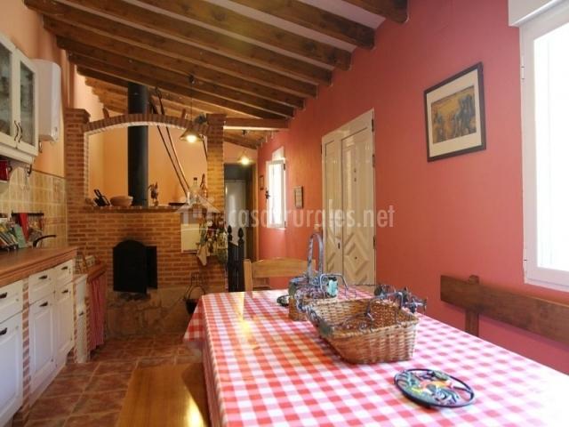 Casa rural valle del duero en langa de duero soria - Cocina con horno de lena ...
