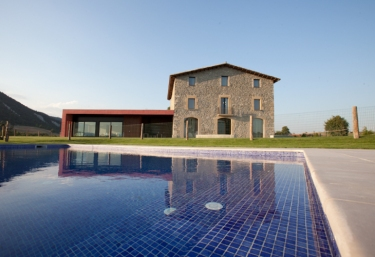 Casas rurales con piscina en barcelona for Casas con piscina barcelona alquiler