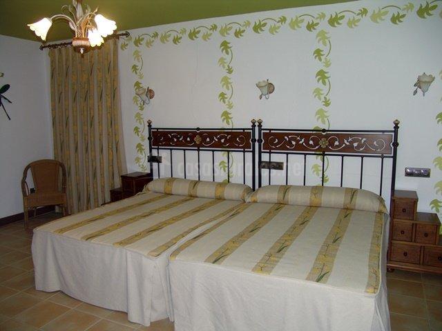 Dormitorio con dos camas