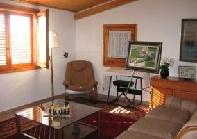 Sala de estar superior con zona de juegos